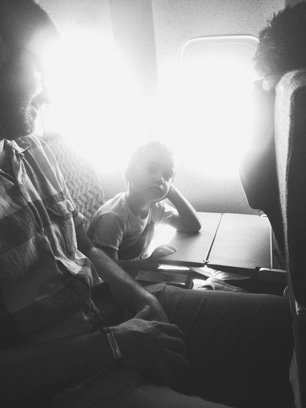 Viajes largos en avión con niños