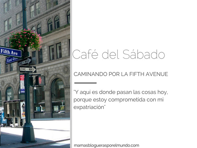 cafe del sábado caminando por la fifth avenue
